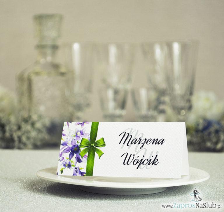 ZaprosNaSlub - Zaproszenia ślubne, personalizowane, boho, rustykalne, kwiatowe księga gości, zawieszki na alkohol, winietki, koperty, plany stołów - Kwiatowe winietki ślubne – składane na pół winietki z fioletowo zielonymi kwiatami oraz pionową malowaną wstążką