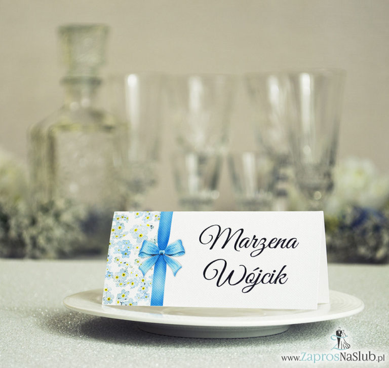 ZaprosNaSlub - Zaproszenia ślubne, personalizowane, boho, rustykalne, kwiatowe księga gości, zawieszki na alkohol, winietki, koperty, plany stołów - Kwiatowe winietki ślubne – składane na pół winietki. Kwiaty niezapominajki z malowaną, pionową wstążką
