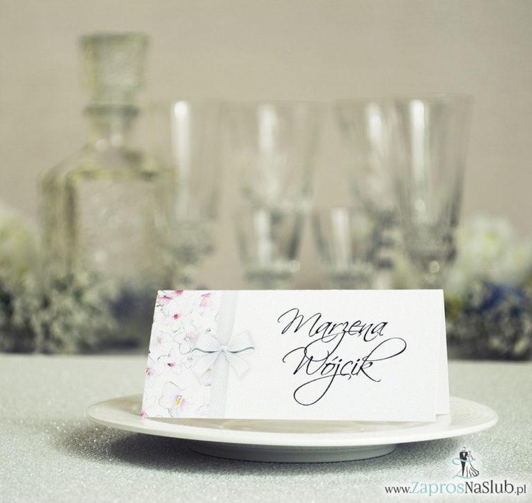 Kwiatowe winietki ślubne – składane na pół winietki. Różowe oraz białe kwiaty z malowaną, pionową wstążką - ZaprosNaSlub