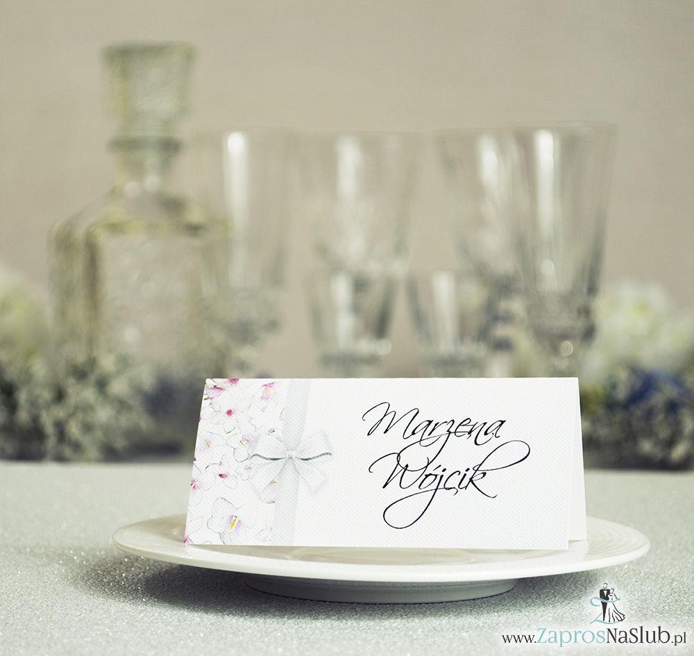 Kwiatowe winietki ślubne - składane na pół winietki. Różowe oraz białe kwiaty z malowaną, pionową wstążką