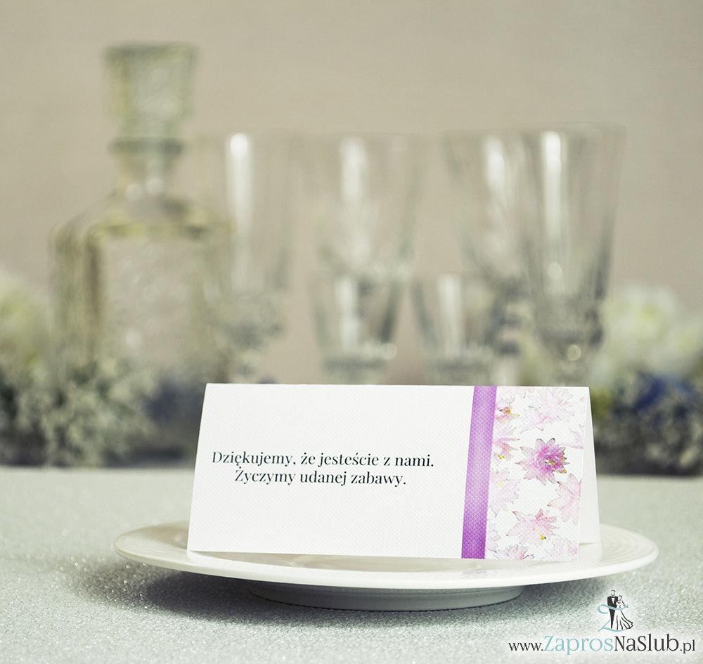 Kwiatowe winietki ślubne - składane na pół winietki. Różowe kwiaty z malowaną, pionową wstążką