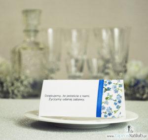 Kwiatowe winietki ślubne - składane na pół winietki. Niebiesko zielony motyw kwiatowy z pionową malowaną wstążką