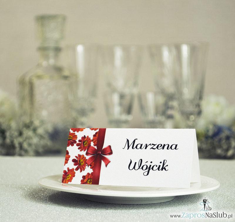 WIN-214 Kwiatowe winietki ślubne - składane na pół winietki. Kwiaty gerbera z malowaną, pionową wstążką - zaproszenia na ślub zaproszenie ślubne