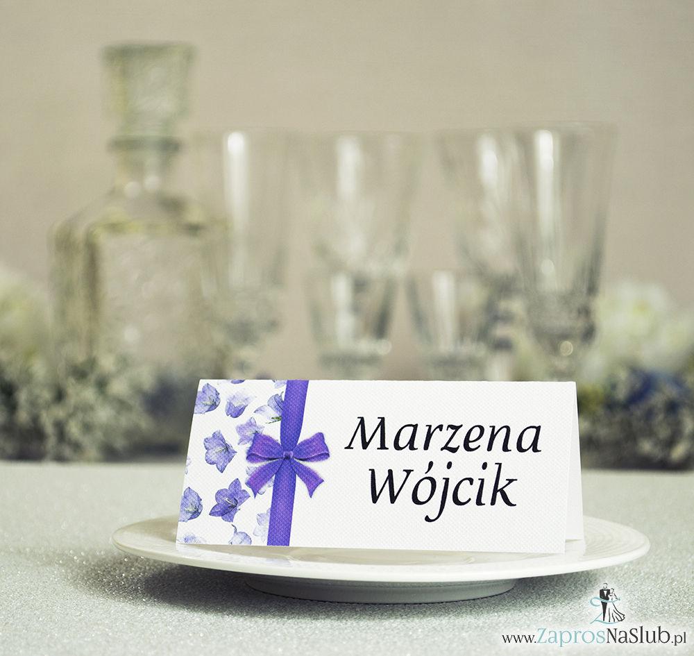 WIN-217 Kwiatowe winietki ślubne - składane na pół winietki. Fioletowe kwiaty polne z malowaną, pionową wstążką - zaproszenia na ślub zaproszenie ślubne