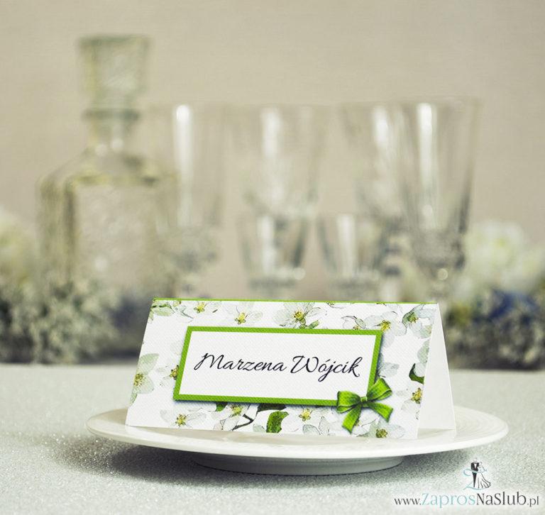 Kwiatowe winietki ślubne – składane na pół winietki z kwiatami jabłoni, prostokątem oraz malowaną kokardką - ZaprosNaSlub