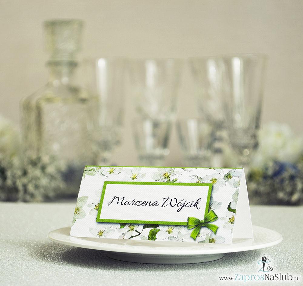 WIN-301 Kwiatowe winietki ślubne - składane na pół winietki z kwiatami jabłoni, prostokątem oraz malowaną kokardką - Zaproszenia ślubne - na ślub
