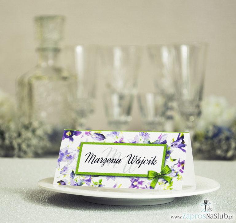 ZaprosNaSlub - Zaproszenia ślubne, personalizowane, boho, rustykalne, kwiatowe księga gości, zawieszki na alkohol, winietki, koperty, plany stołów - Kwiatowe winietki ślubne – składane na pół winietki z fioletowo zielonymi kwiatami, prostokątem oraz malowaną kokardką