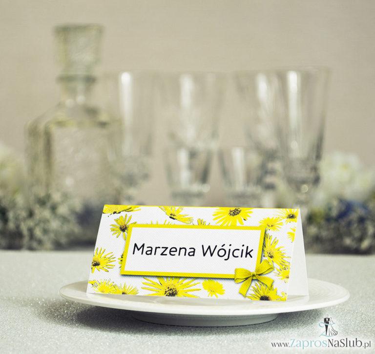 Kwiatowe winietki ślubne – składane na pół winietki z kwiatami słonecznika, prostokątem oraz malowaną kokardką - ZaprosNaSlub