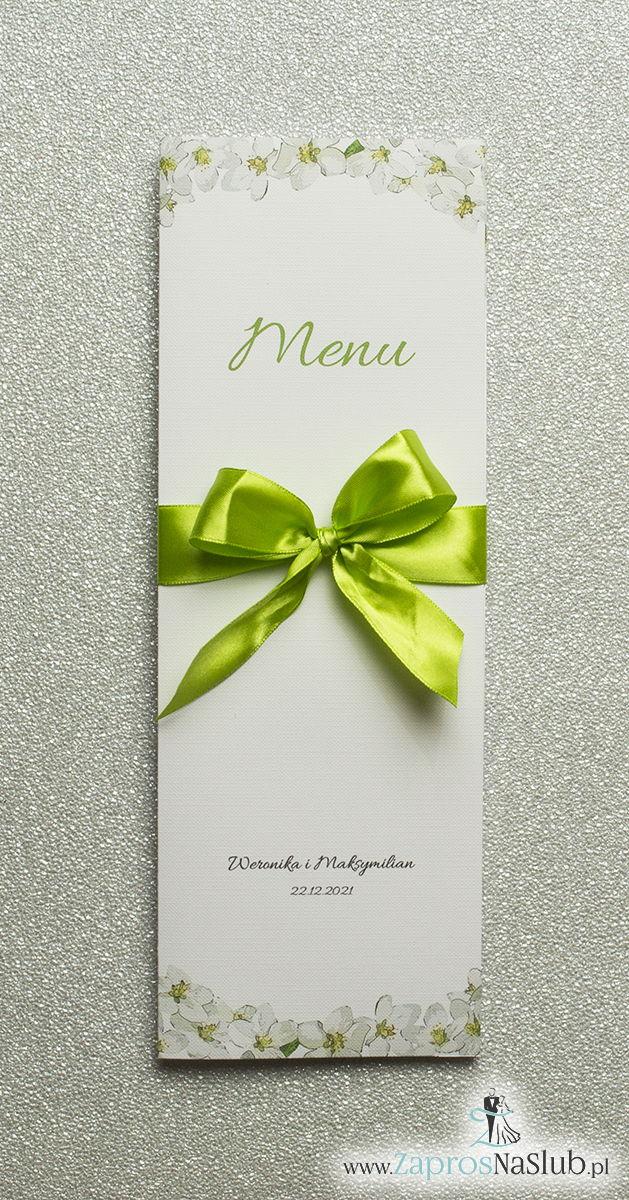 Kwiatowe menu weselne – składane na pół menu z kwiatami jabłoni oraz zieloną wstążką - ZaprosNaSlub