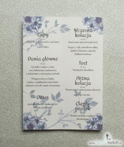 Kwiatowe menu weselne - składane na pół menu z motywem kwiatów chabrów oraz ciemnoniebieską wstążką