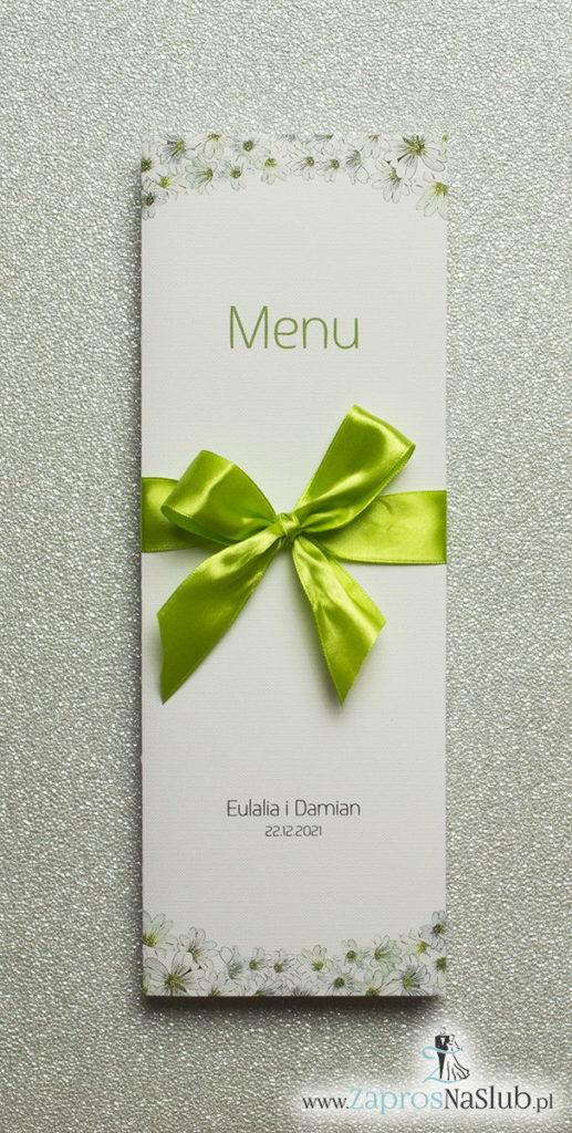 MEN-112 Kwiatowe menu weselne - składane na pół menu z drobnymi, białymi kwiatami oraz zieloną wstążką - zaproszenia ślubne na ślub