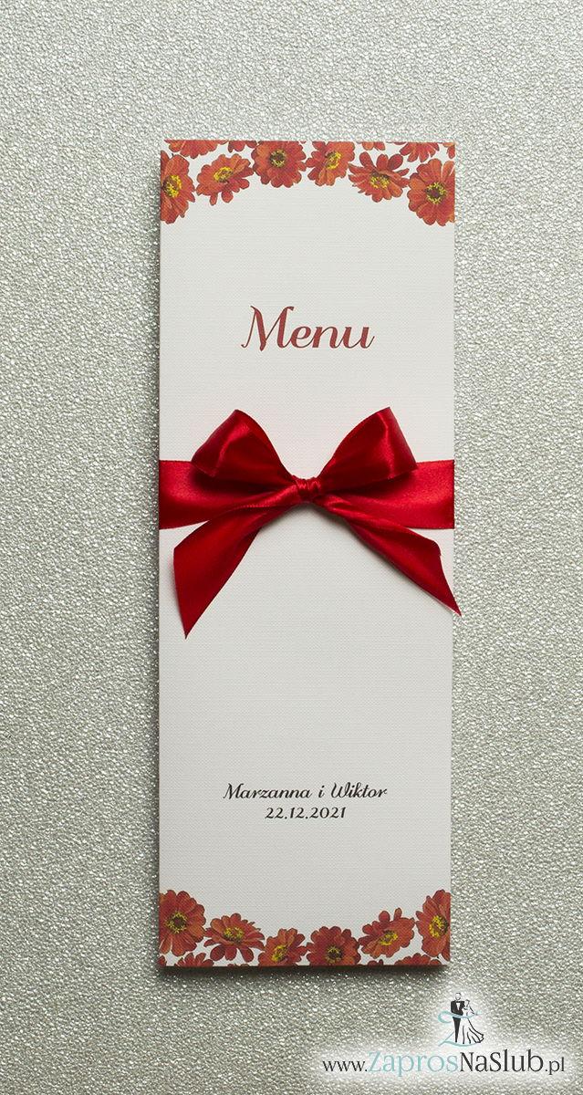 Kwiatowe menu weselne – składane na pół menu z kwiatami gerbera oraz czerwoną wstążką - ZaprosNaSlub