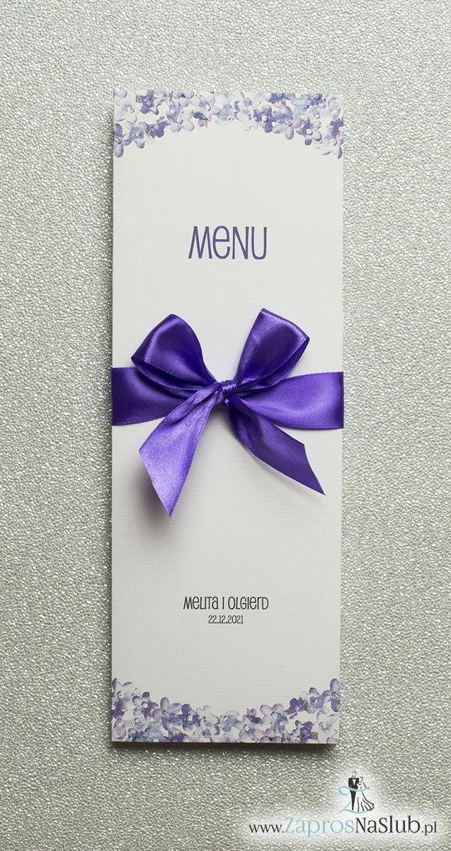 Kwiatowe menu weselne – składane na pół menu z polnymi kwiatami oraz ciemnofioletową wstążką - ZaprosNaSlub
