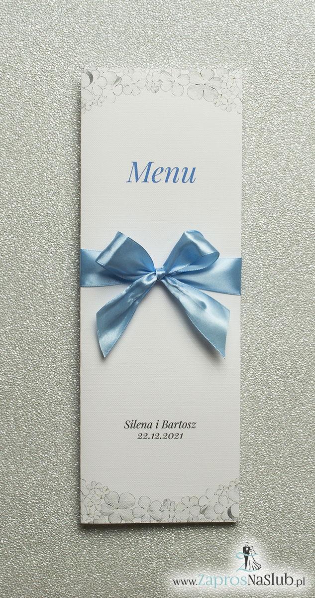 Kwiatowe menu weselne – składane na pół menu z kwiatami kaliny oraz błękitną wstążką - ZaprosNaSlub