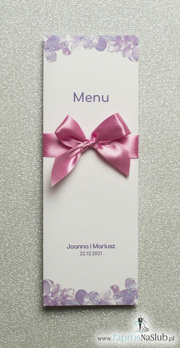 Kwiatowe menu weselne – składane na pół menu z kwiatami bzu oraz różową wstążką - ZaprosNaSlub