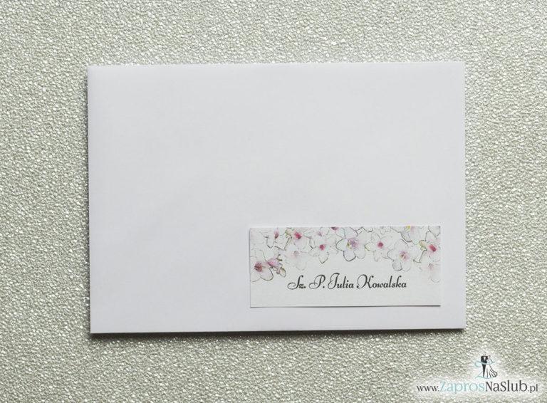 Kwiatowe naklejki na koperty – personalizacja kopert naklejką z różowo-białymi kwiatami - ZaprosNaSlub