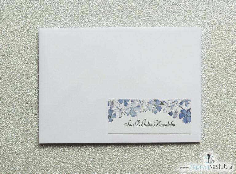 NAK-110 Kwiatowe naklejki na koperty - personalizacja kopert naklejką z biało-niebieskimi kwiatami - Zaproszenia ślubne na ślub