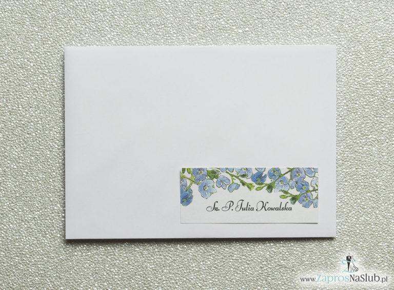 Kwiatowe naklejki na koperty – personalizacja kopert naklejką z niebiesko-zielonymi kwiatami - ZaprosNaSlub