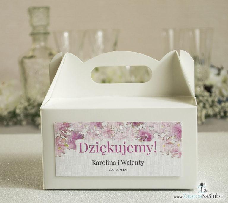 Kwiatowe pudełka na ciasta – podziękowania dla gości w formie pudełek na ciasto z motywem różowych kwiatów - ZaprosNaSlub