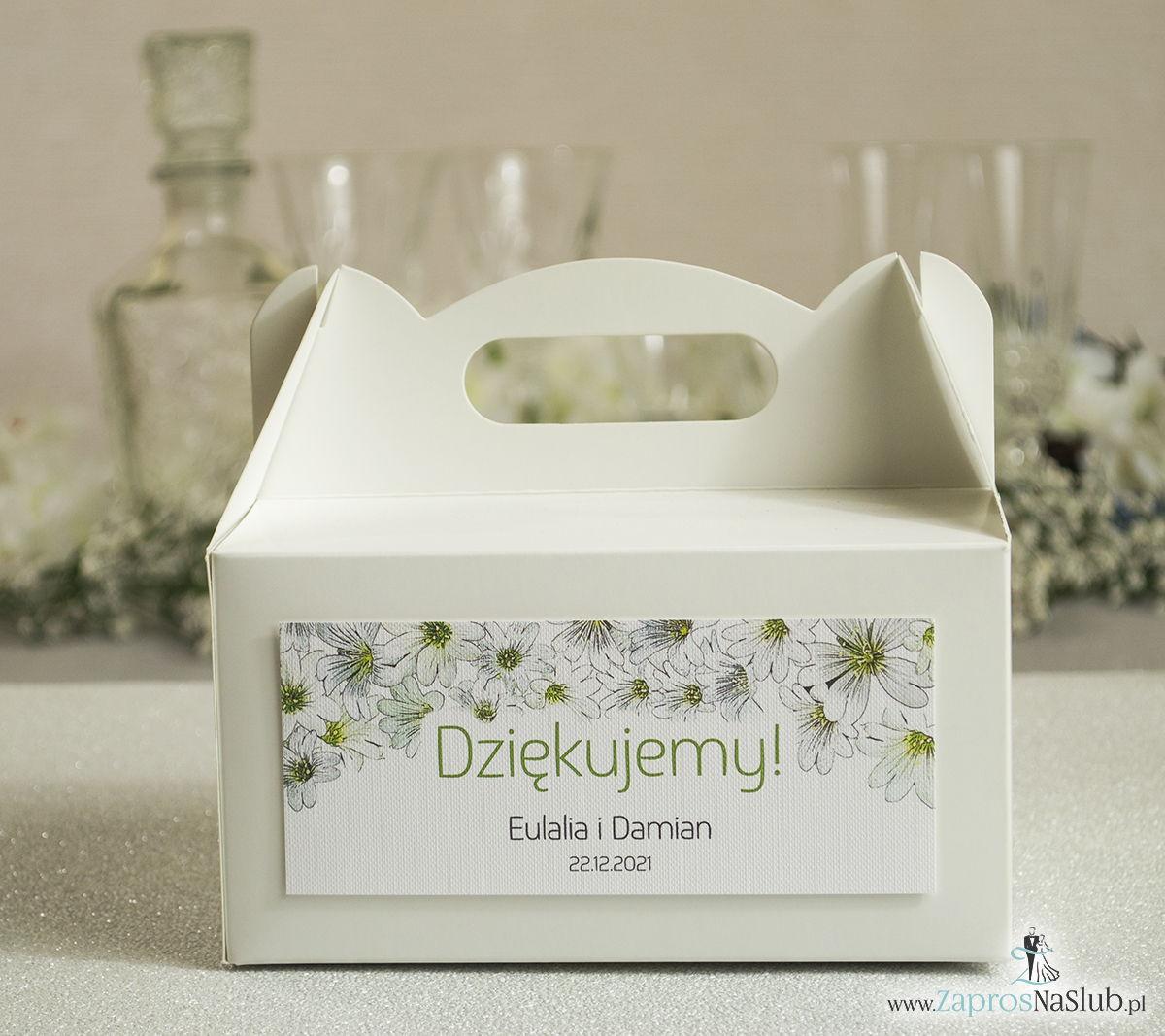 Kwiatowe pudełka na ciasta - podziękowania dla gości w formie pudełek na ciasto z motywem drobnych, białych kwiatów