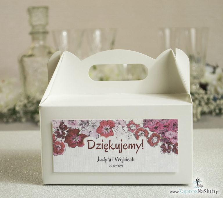 Kwiatowe pudełka na ciasta – podziękowania dla gości w formie pudełek na ciasto z motywem kwiatów goździków - ZaprosNaSlub