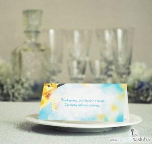 Wiosenne winietki ślubne z żółtymi kwiatami forsycji na tle błękitnego nieba