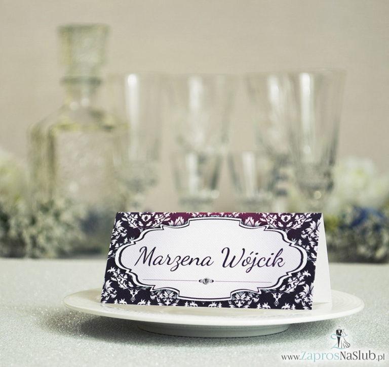 ZaprosNaSlub - Zaproszenia ślubne, personalizowane, boho, rustykalne, kwiatowe księga gości, zawieszki na alkohol, winietki, koperty, plany stołów - Eleganckie winietki ślubne z karminowym florystycznym damaskiem i cyrkonią