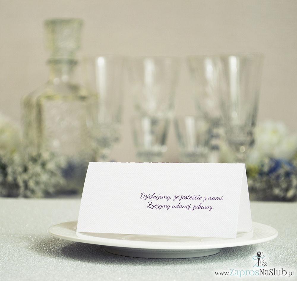 Eleganckie winietki ślubne z karminowym florystycznym damaskiem i cyrkonią