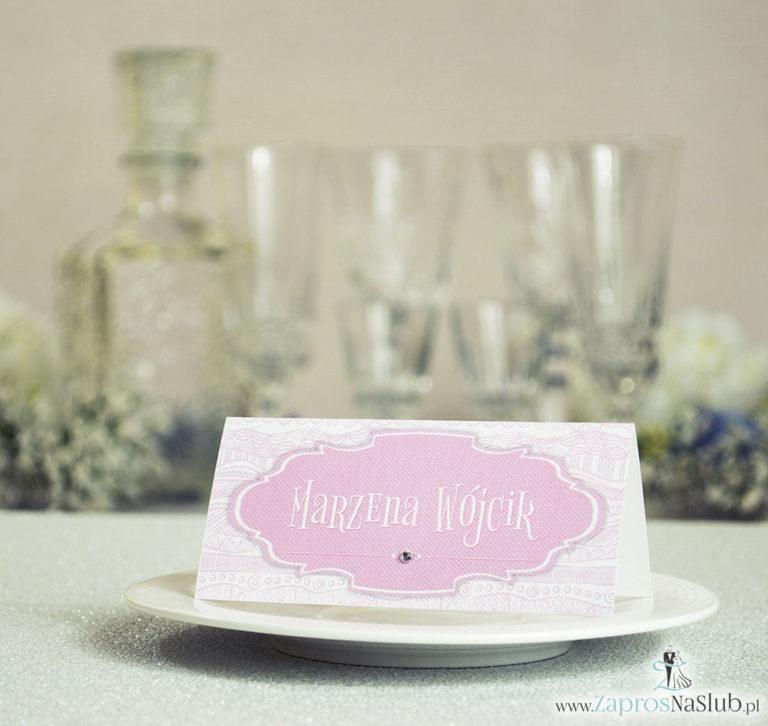Eleganckie winietki ślubne z biało-różowymi dekoracyjnymi paskami i cyrkonią - ZaprosNaSlub