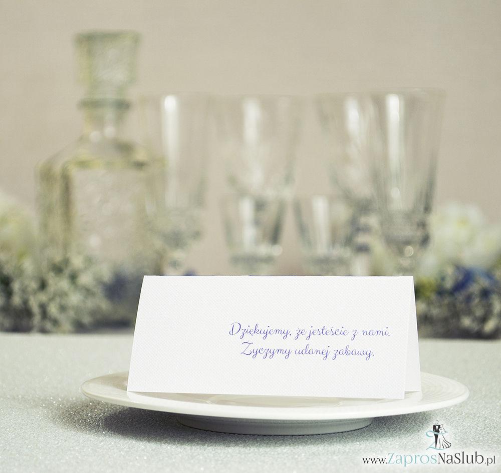 Eleganckie winietki ślubne z fioletowo-białym damaskiem i cyrkonią