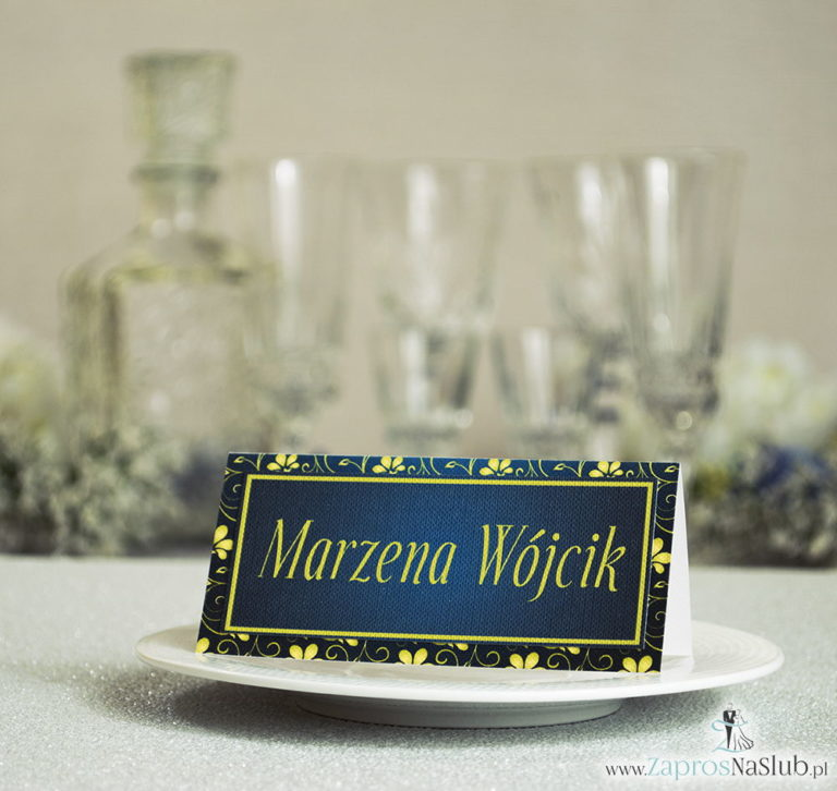 Eleganckie winietki ślubne z żółto-zielonym ornamentem roślinnym, umieszczonym pod naklejonym motywem tekstowym - ZaprosNaSlub