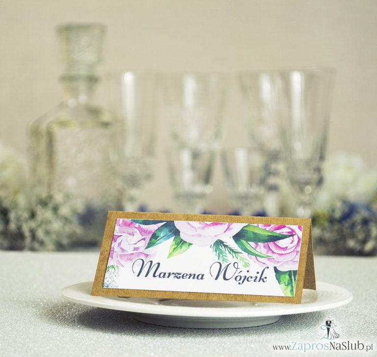 Kwiatowe winietki ślubne eko – składane na pół winietki z zielonymi liśćmi i kwiatami piwonii - ZaprosNaSlub