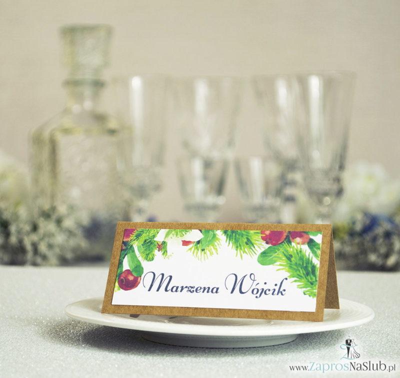 WIN-2705 Kwiatowe winietki ślubne eko - składane na pół winietki z bukszpanem, igłami świerku oraz białymi kwiatami - Zaproszenia ślubne na ślub