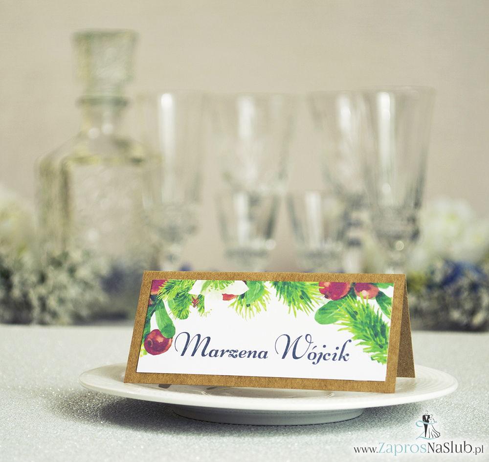 Kwiatowe winietki ślubne eko - składane na pół winietki z bukszpanem, igłami świerku oraz białymi kwiatami
