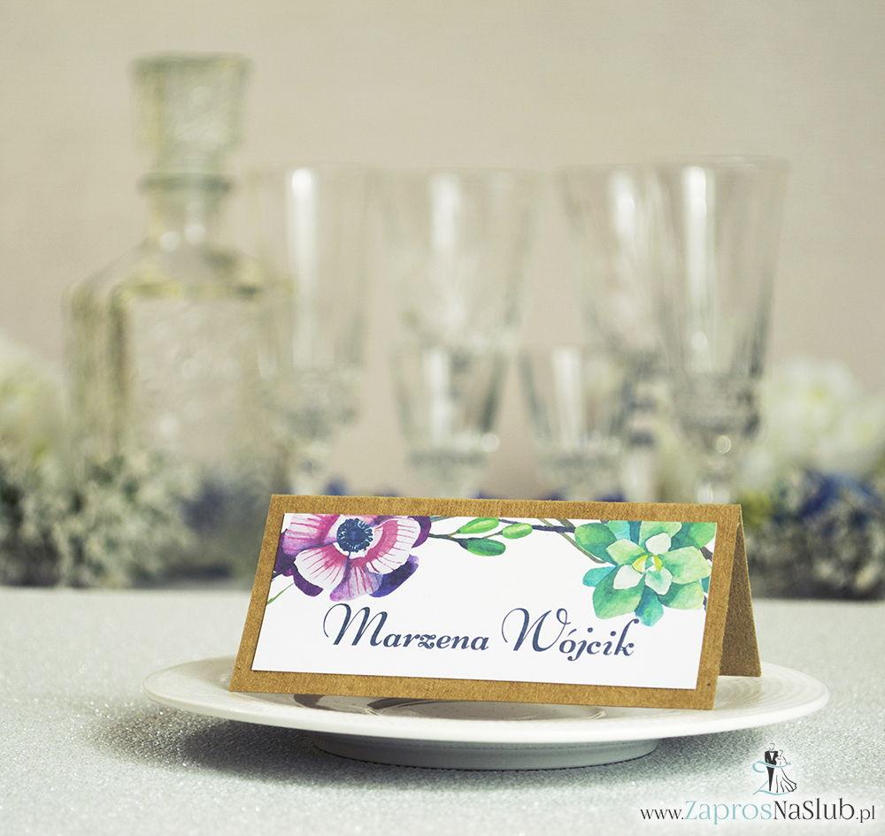 Kwiatowe winietki ślubne eko - składane na pół winietki z zielonymi sukulentami oraz różowymi kwiatami
