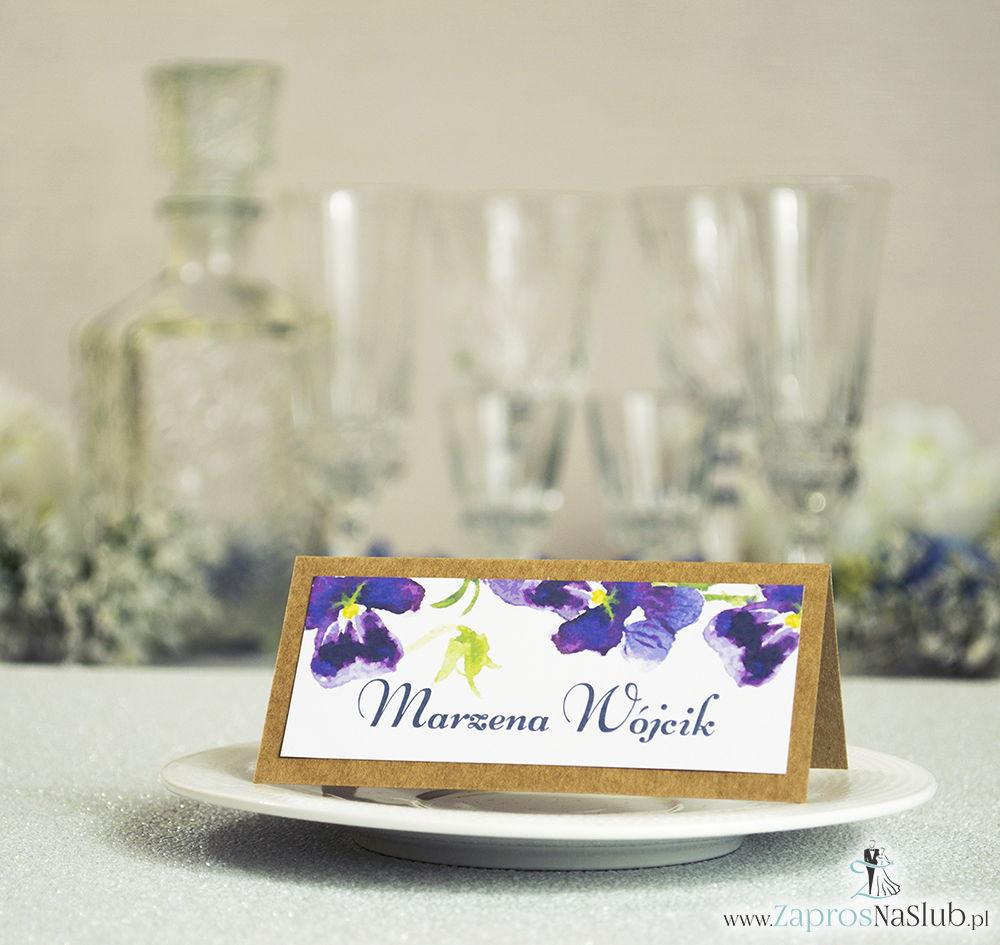 Kwiatowe winietki ślubne eko - składane na pół winietki z wiosennymi kwiatami fiołków