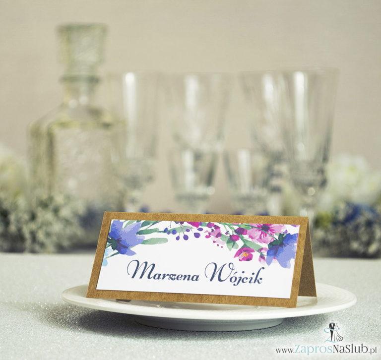 Kwiatowe winietki ślubne eko – składane na pół winietki z polnymi kwiatami w kilku odcieniach: niebieskim, różowym, fioletowym i khaki - ZaprosNaSlub