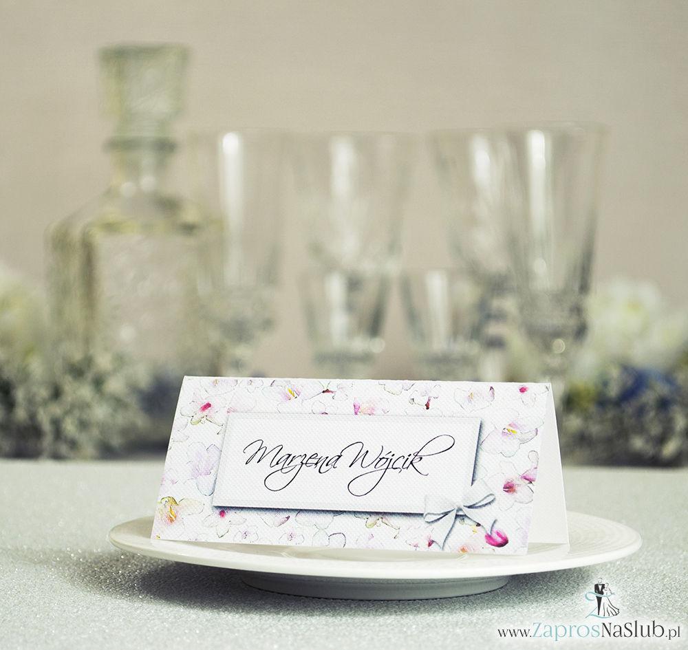 Kwiatowe winietki ślubne - składane na pół winietki z różowo-białymi kwiatami, prostokątem oraz malowaną kokardką