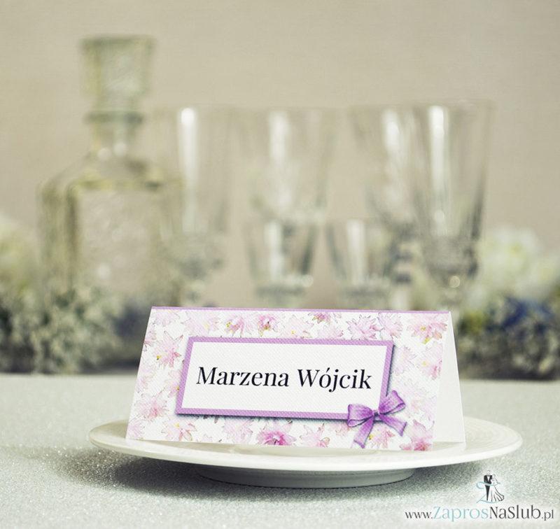 WIN-309 Kwiatowe winietki ślubne - składane na pół winietki z różowymi kwiatami, prostokątem oraz malowaną kokardką - Zaproszenia ślubne na ślub