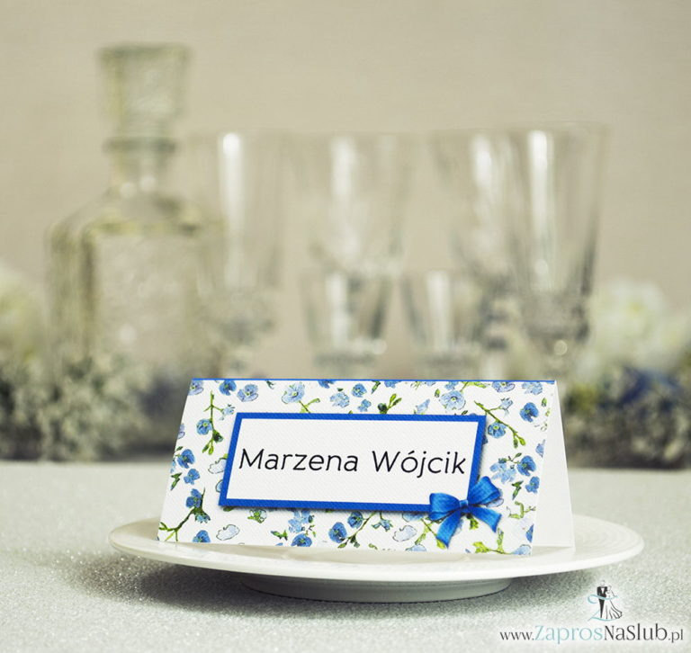 ZaprosNaSlub - Zaproszenia ślubne, personalizowane, boho, rustykalne, kwiatowe księga gości, zawieszki na alkohol, winietki, koperty, plany stołów - Kwiatowe winietki ślubne – składane na pół winietki z niebiesko-zielonym motywem kwiatowym, prostokątem oraz malowaną kokardką
