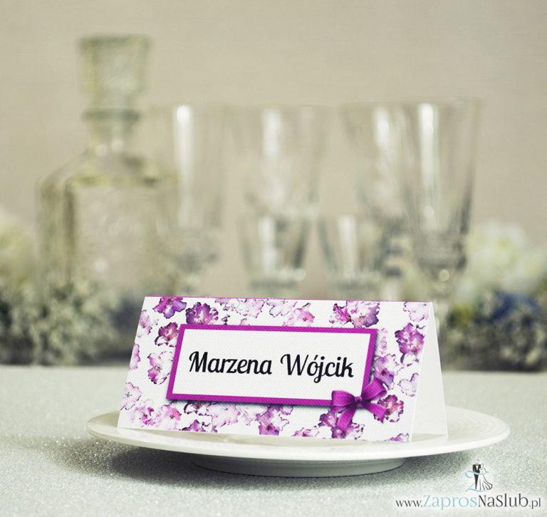 Kwiatowe winietki ślubne – składane na pół winietki z kwiatami rododendronu, prostokątem oraz malowaną kokardką - ZaprosNaSlub