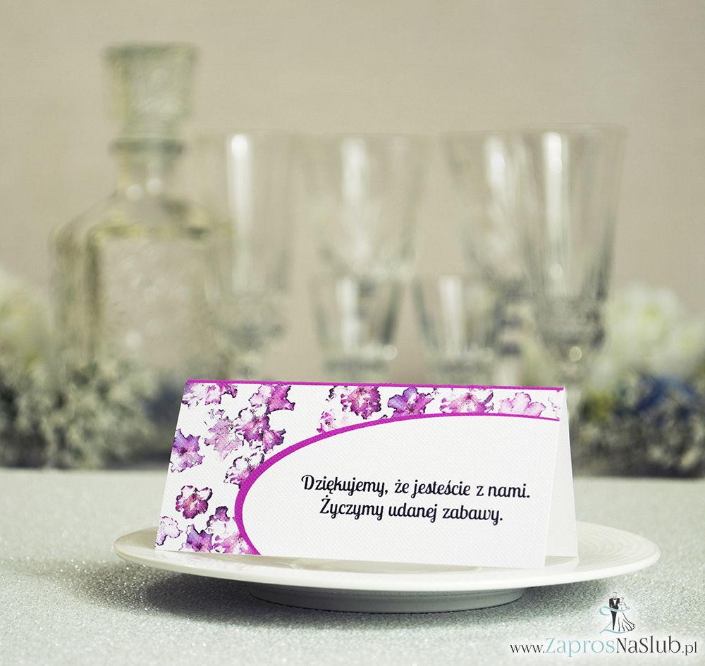 Kwiatowe winietki ślubne - składane na pół winietki z kwiatami rododendronu, prostokątem oraz malowaną kokardką