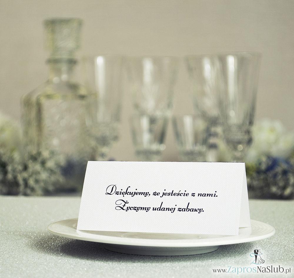 Czarno-białe winietki ślubne - składane na pół winietki pasujące do czarno-białych zaproszeń ślubnych z motywem zaręczynowym v2