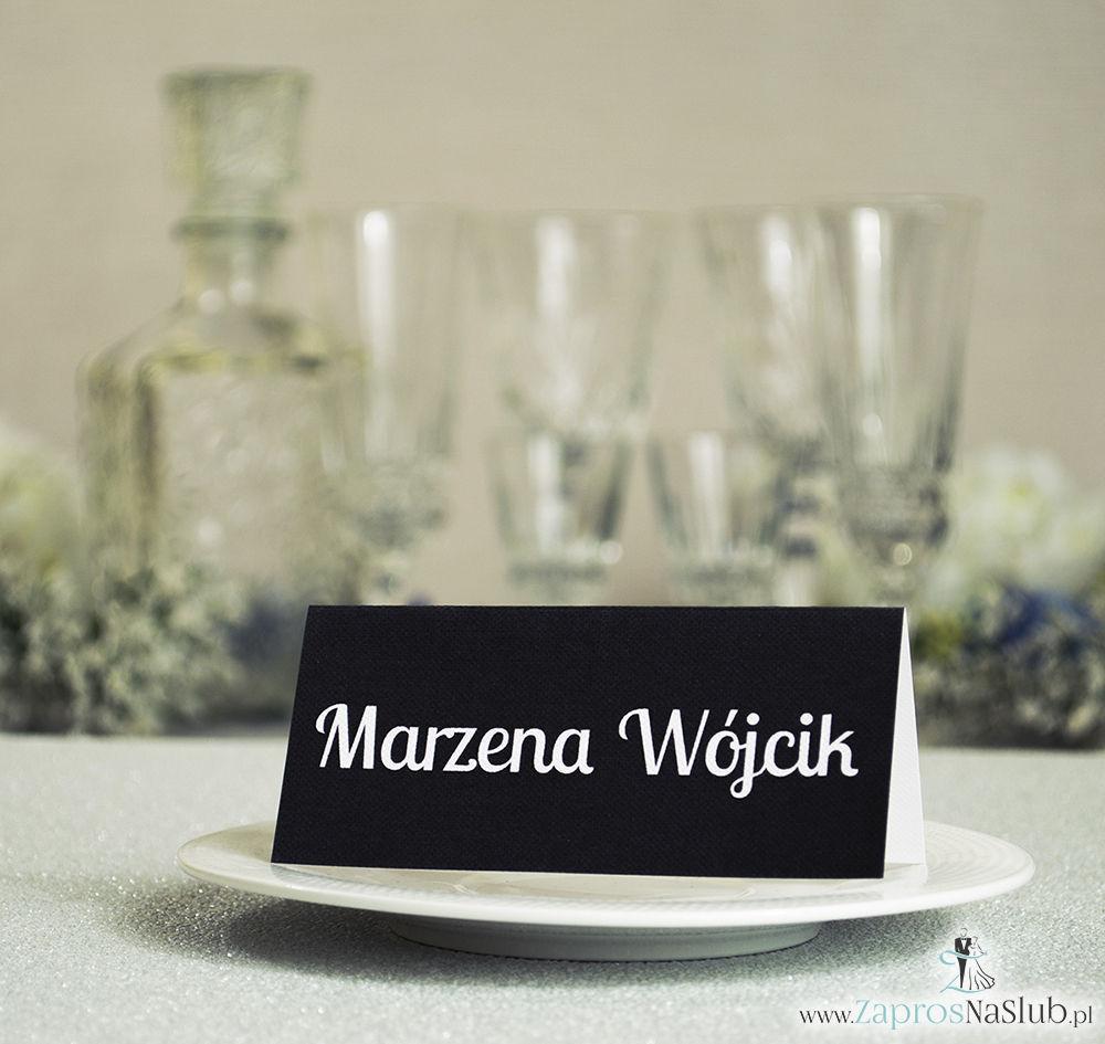 Czarno-białe winietki ślubne - składane na pół winietki pasujące do czarno-białych zaproszeń ślubnych z motywem zaręczynowym v4