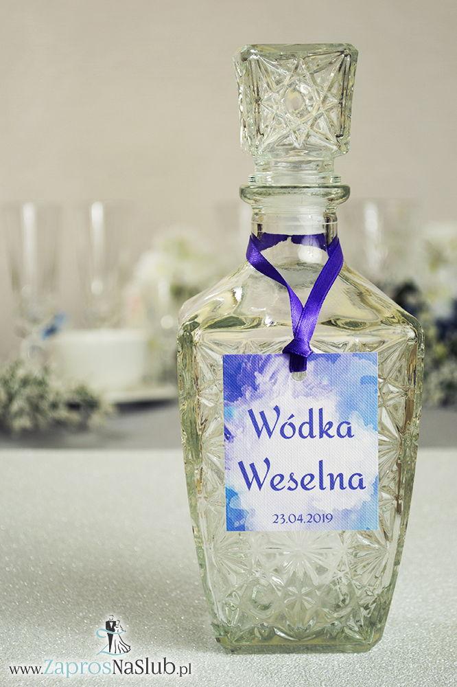 Naturalne zawieszki na alkohol z motywem chabrów oraz z fioletową wstążką - ZaprosNaSlub