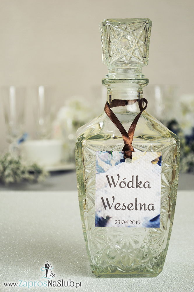 ZaprosNaSlub - Zaproszenia ślubne, personalizowane, boho, rustykalne, kwiatowe księga gości, zawieszki na alkohol, winietki, koperty, plany stołów - Naturalne zawieszki na alkohol z motywem liści dębu oraz z brązową wstążką