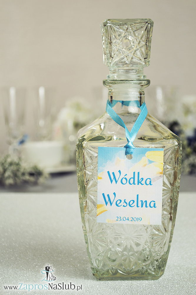 ZaprosNaSlub - Zaproszenia ślubne, personalizowane, boho, rustykalne, kwiatowe księga gości, zawieszki na alkohol, winietki, koperty, plany stołów - Naturalne zawieszki na alkohol z kwiatami forsycji oraz z błękitną wstążką