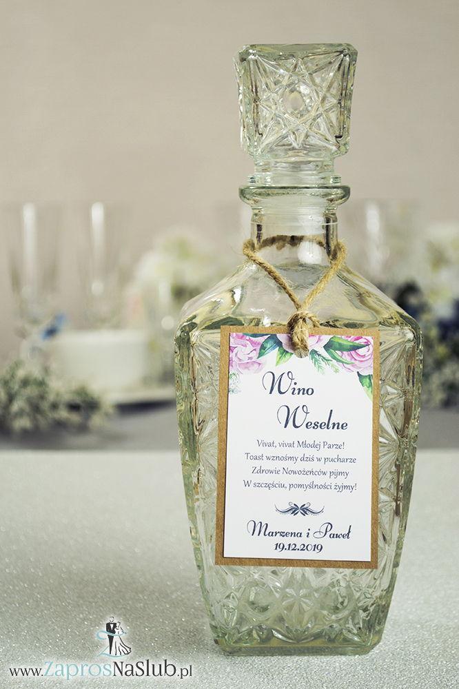 ZAW-2703 Eleganckie zawieszki na alkohol eko z kwiatami piwonii, przyklejanym motywem tekstowym i sznurkiem jutowym - Zaproszenia ślubne na ślub