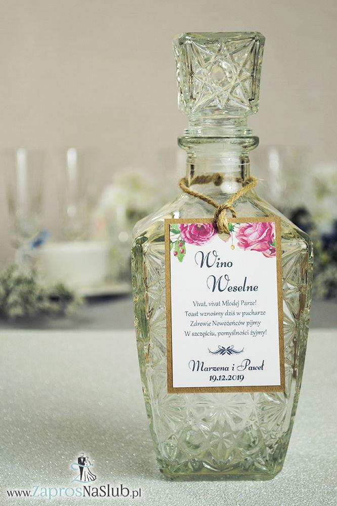 Eleganckie zawieszki na alkohol eko z kwiatami róż, przyklejanym motywem tekstowym i sznurkiem jutowym