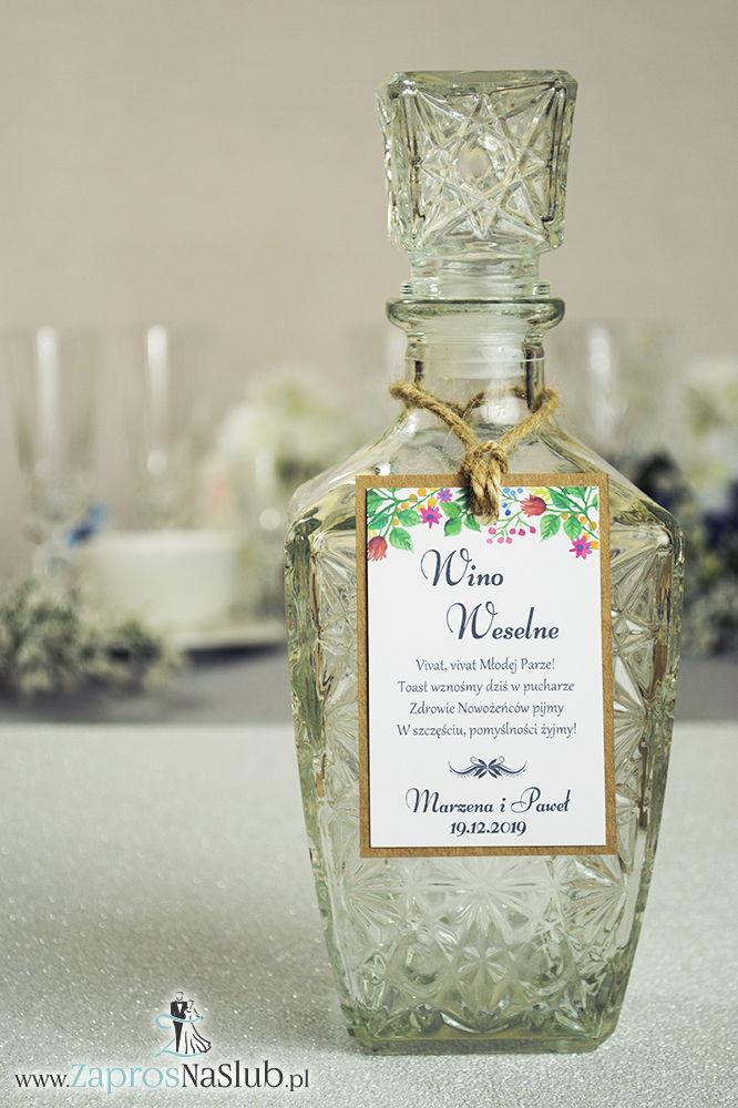 Eleganckie zawieszki na alkohol eko z wielobarwnymi, wiosennymi kwiatami, przyklejanym motywem tekstowym i sznurkiem jutowym